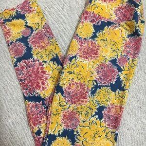Lularoe One Size Floral Leggings 💕